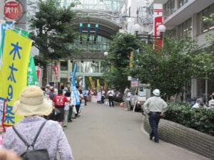 8月29日の高松三越まえの集会です。遅れていったので遠方からしか写真が撮れませんでした。ざっと見て数百人の参加でした。