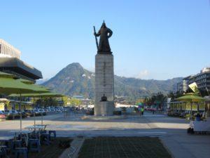 豊臣秀吉が朝鮮を攻めた時に、日本軍を退けた朝鮮の英雄です。
