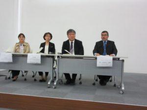 シンポジストです。右から、サイード医師(マレーシア)、イム・ジョンハン医師、韓国の代表2人です