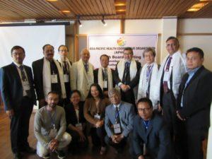 後ろの列が理事会参加者。前の列が会場設営・運営で協力いただいたフェクト・ネパールのみなさんです