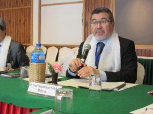 マレーシア医師協同組合のサイード副会長が、デオ会長の報告を行っているところです。 指輪が目立ちますが…
