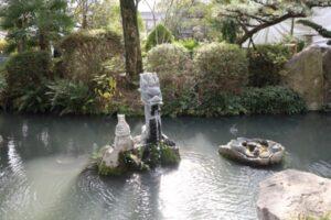 田村神社の神池です。